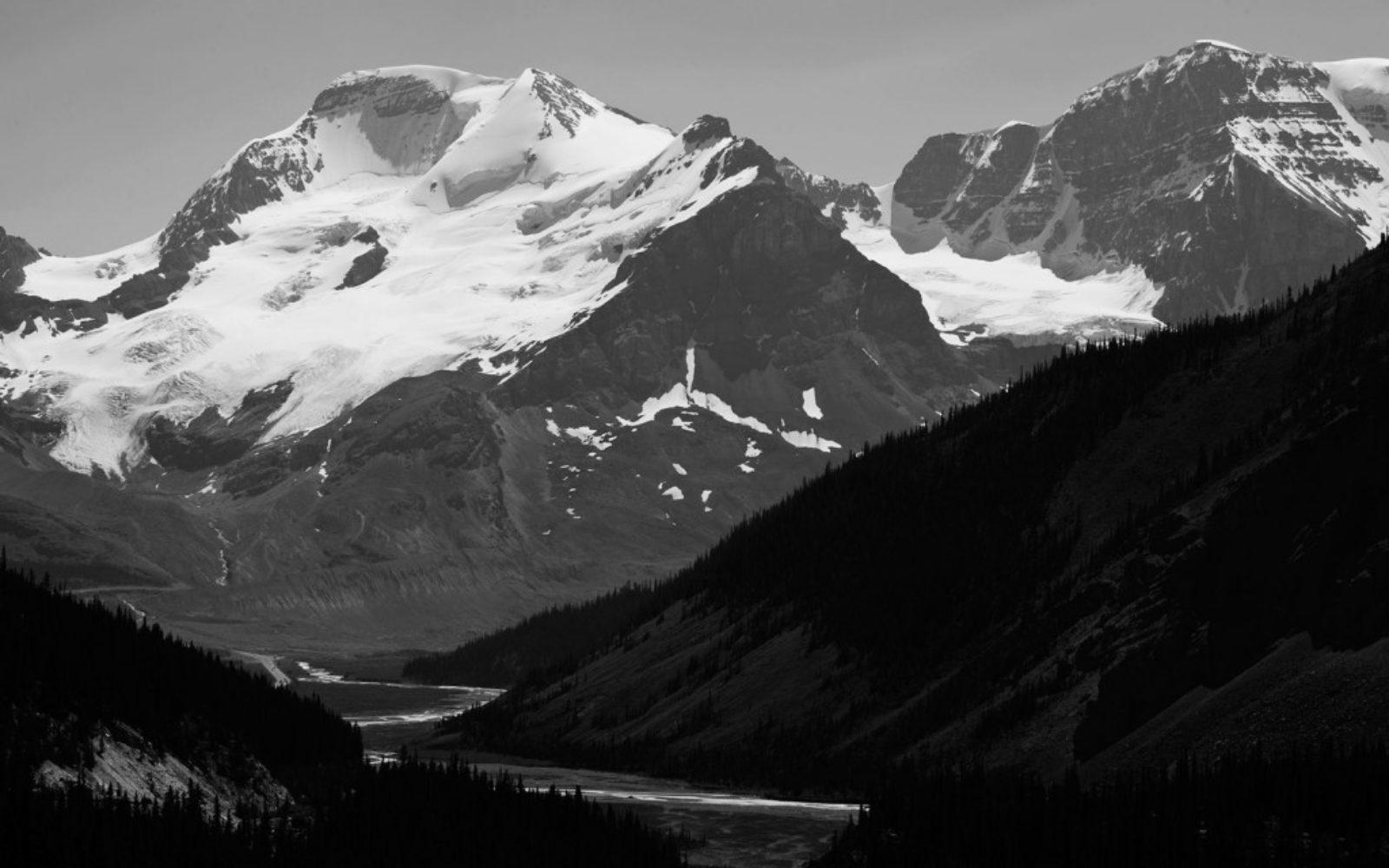 nature-snowypeak-black-white-1024x640