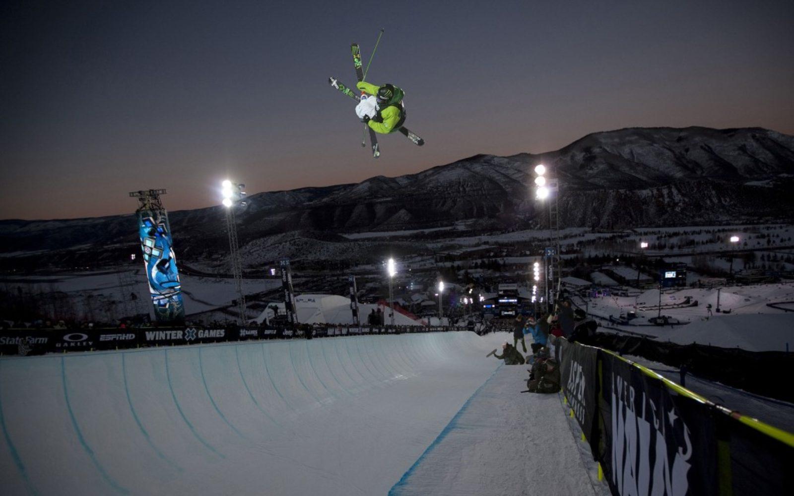 sports-halfpipe-ski-1024x640