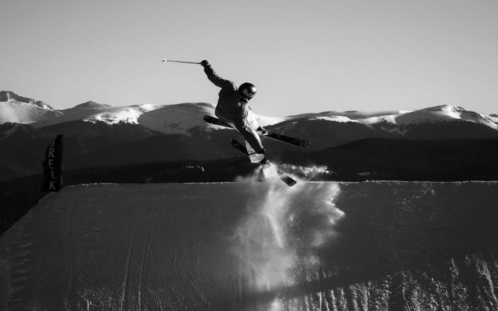 sports-xgames-skier-blackwhite-1024x640