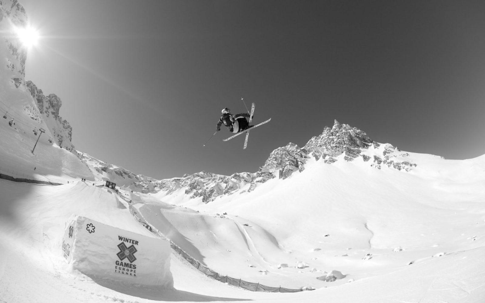 sports-xgames-skier-blackwhite3-1024x640